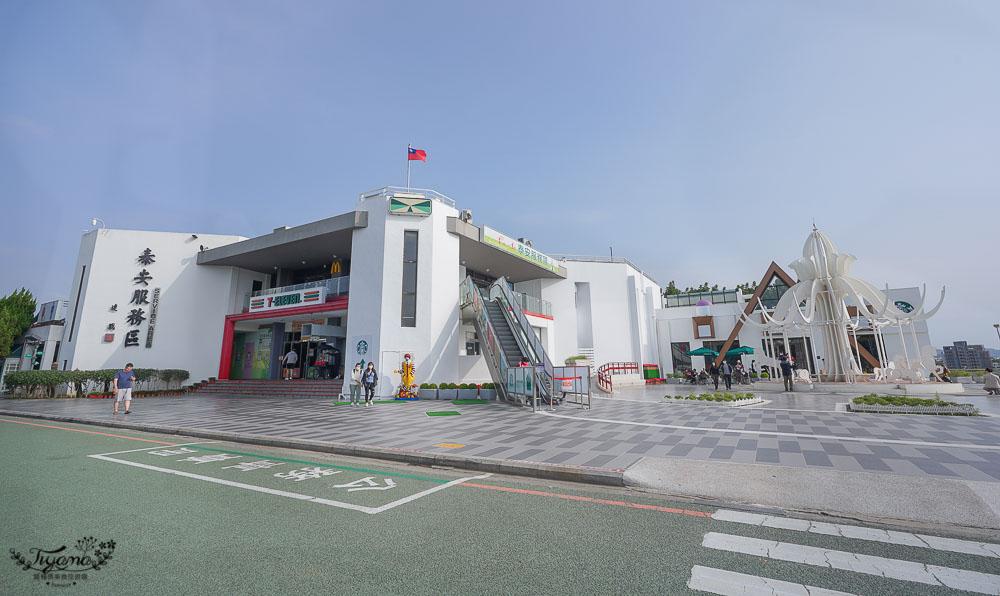 台灣高速公路最美星巴克!!星巴克泰安南門市》純白夢幻積木城堡,南下泰安服務區現身~北上泰安服務區沒有哦!! @緹雅瑪 美食旅遊趣