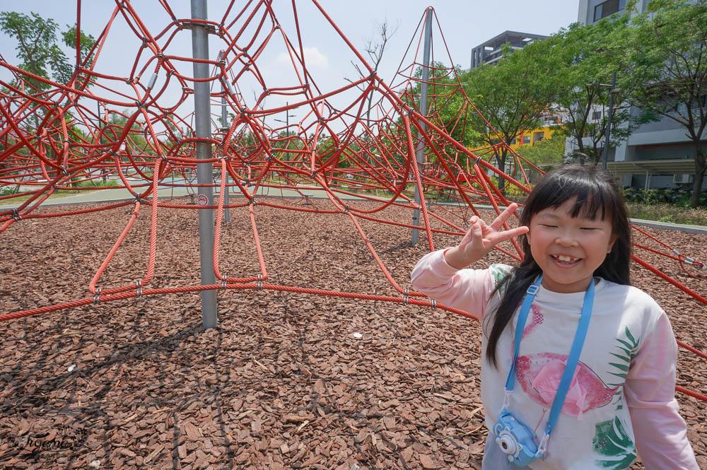 台南兒童公園.台南親子公園,臺南市立圖書館兒童遊戲場/台南市立圖書館公園,好新、好放電~ @緹雅瑪 美食旅遊趣