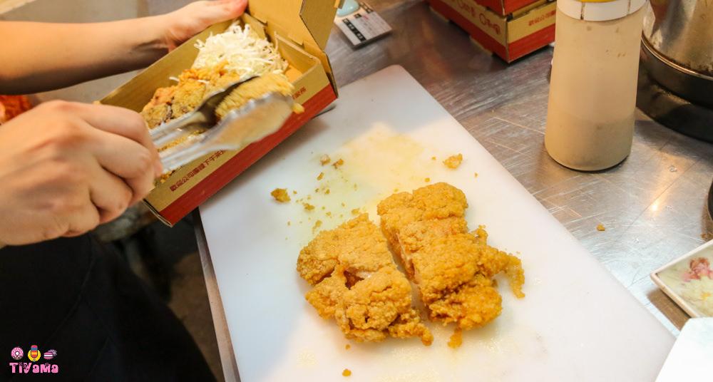 武聖夜市美食推薦|行動奇雞.雞排專賣:創意9口味任你挑,美觀方便「外帶輕巧盒」美味帶著走! @緹雅瑪 美食旅遊趣