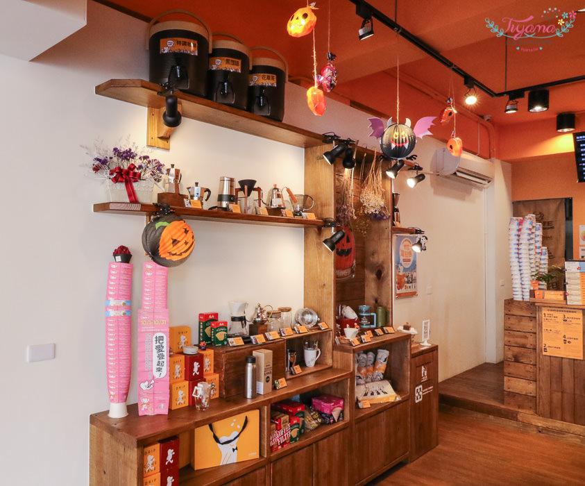 Cama現烘咖啡專門店-台南成大店:可愛偽嚕嚕米公仔咖啡|cama café 台南成大店 @緹雅瑪 美食旅遊趣