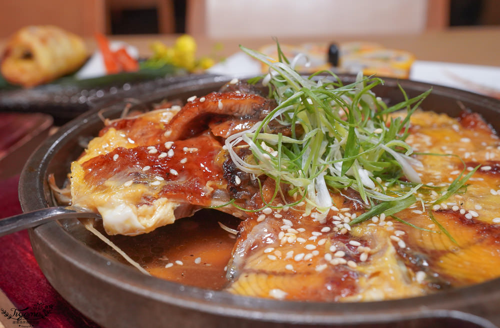 浮誇系超大鮭魚米漢堡,比手還大竟然只要280元,五十一番隱藏版料理 @緹雅瑪 美食旅遊趣