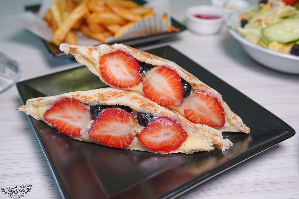 草苺控必吃!草莓披薩&草莓熱壓吐司,T&F手作吐司給你滿滿的夢幻草莓甜點!! @緹雅瑪 美食旅遊趣