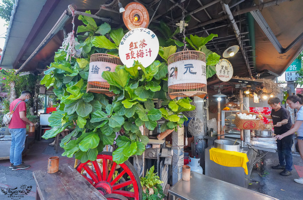 孔廟商圈必吃,台灣2元黑輪,每支2元&5元,很容易失心瘋拿太多的小吃美食 @緹雅瑪 美食旅遊趣
