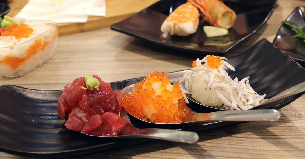 【高雄.新興區】天晴迴轉壽司あっぱれ。新幹線列車送餐:台灣就吃得到的日本道地正統迴轉壽司,日本進口上選食材+在地東港直送 @緹雅瑪 美食旅遊趣