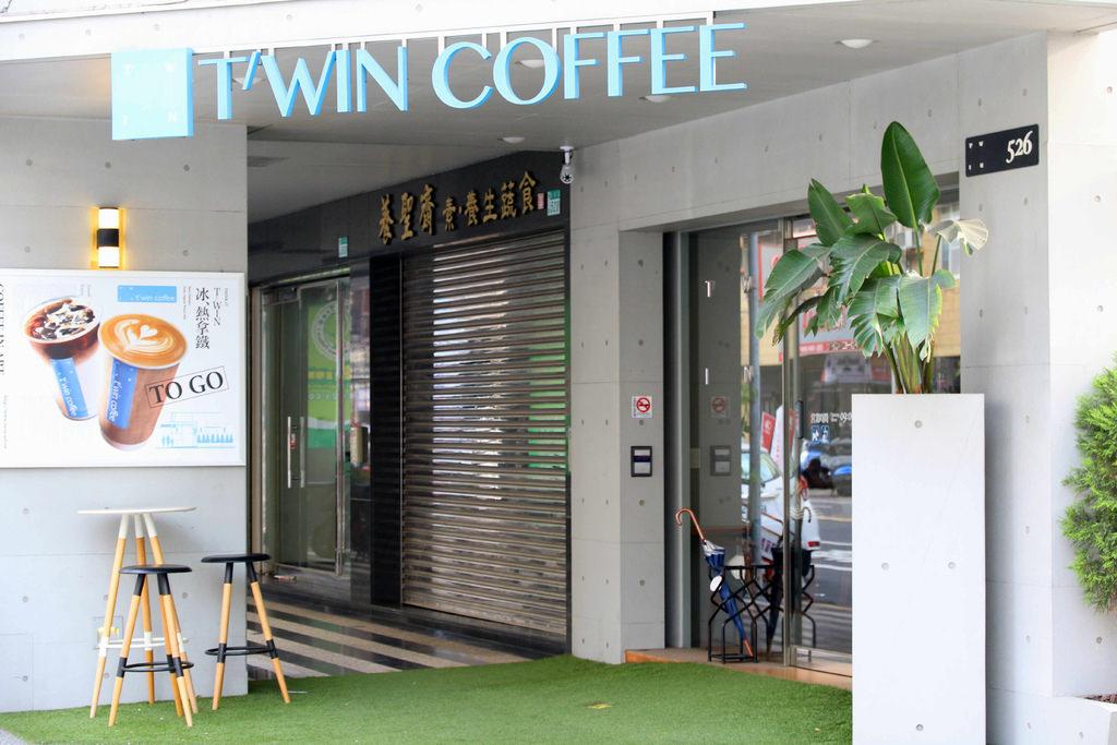 【台南.東區】T'WIN coffee 咖啡' 云:BRUNCH.庫克太太 好好食,草莓控必吃 日式厚鬆餅-草莓塔 & 草莓Q麻糬鬆餅 @緹雅瑪 美食旅遊趣