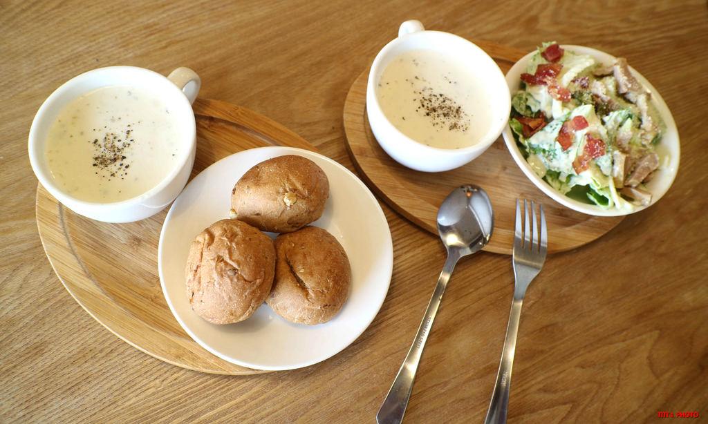 【台南.東區】法拉義式廚房 Farah Pasta:嚴選食材,安心美味義大利麵在這裡,加價49元道地雞肉凱撒沙拉 好好吃~ @緹雅瑪 美食旅遊趣