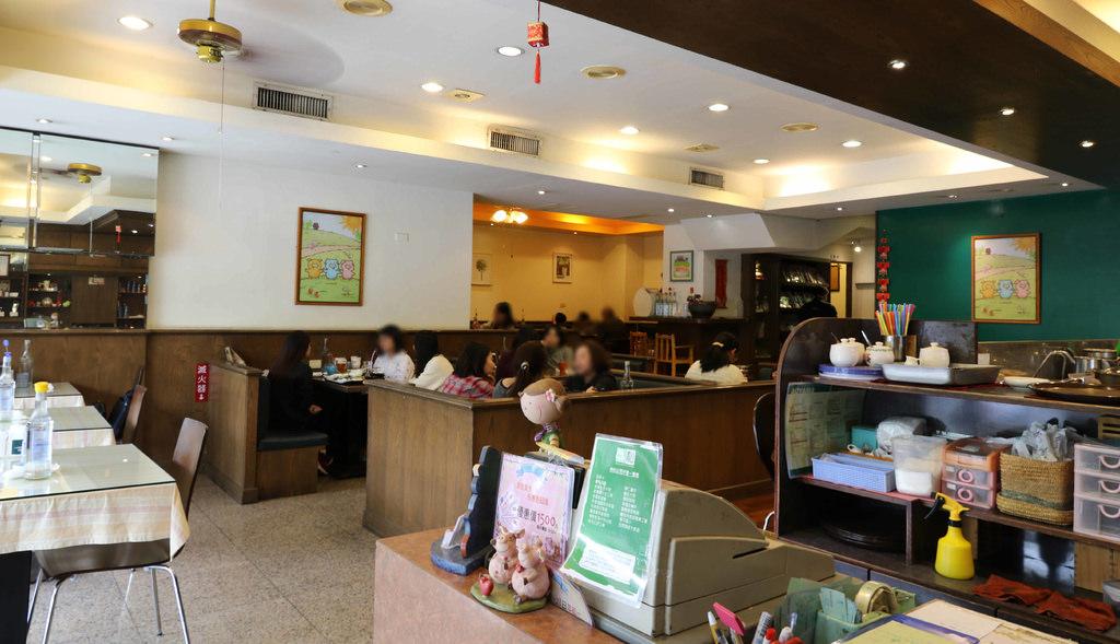【嘉義.東區】青山咖啡館-三隻小豬總店。近嘉義高商.嘉義公園:創意套餐美味平價,溫馨圍氣中的日式咖啡館 @緹雅瑪 美食旅遊趣