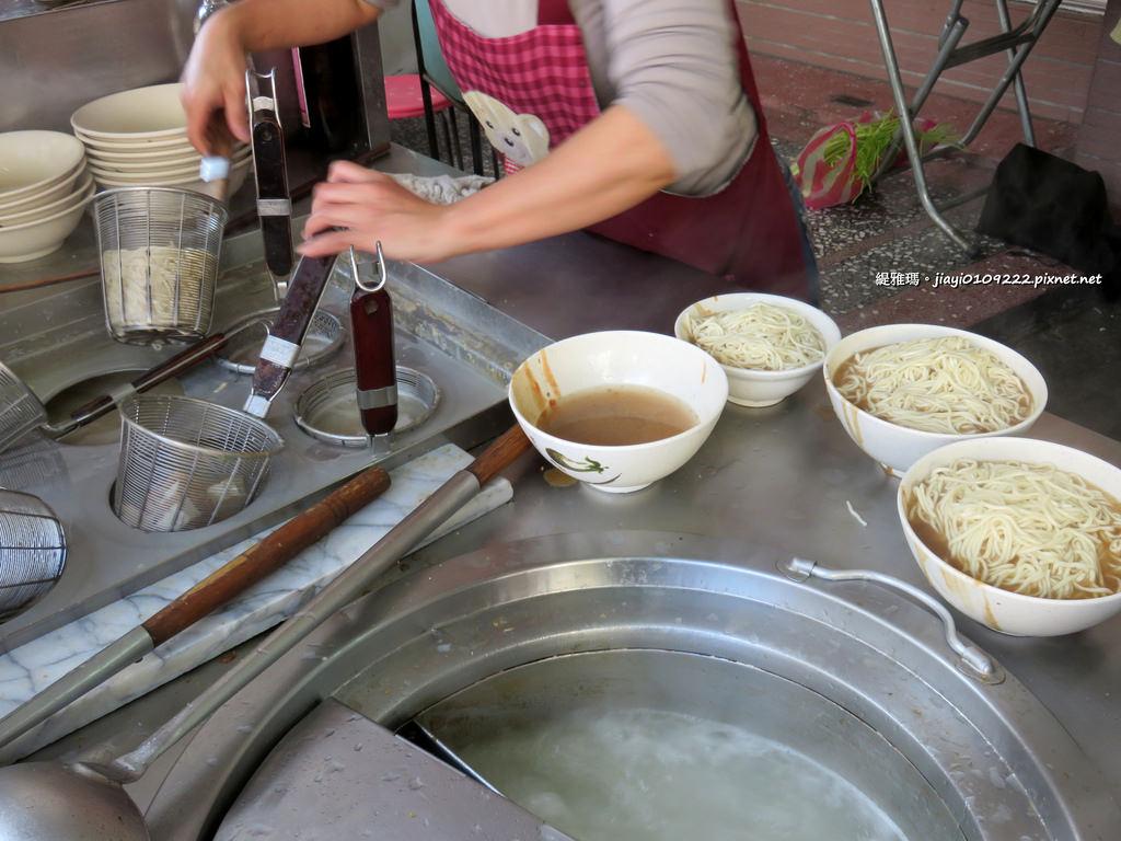 【宜蘭.礁溪鄉】快樂小吃:從讀書吃到現在的好味道,平價乾麵!! @緹雅瑪 美食旅遊趣