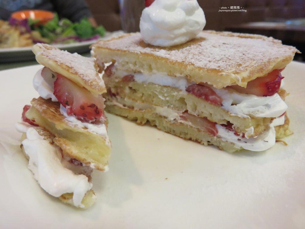 【台南.東區】Mmm Brunch。草莓煎餅塔.季節限定:優閒下午茶 @緹雅瑪 美食旅遊趣