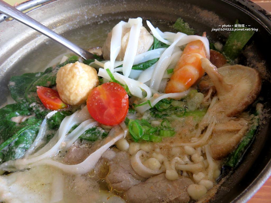 【台南.東區】長鼻子泰式咖哩。泰式咖哩專賣店:午茶時段的好選擇,平價美味「泰式麵食套餐」 @緹雅瑪 美食旅遊趣