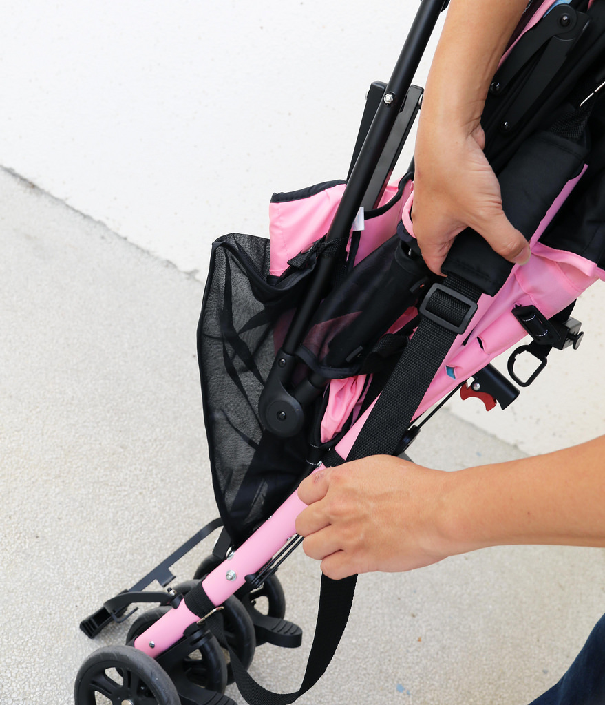 【育嬰用品】ViVibaby∣迪士尼授權∣嬰兒輕便傘車∣推車置物袋∣攜車揹帶設計∣出國推車推薦∣開箱文 @緹雅瑪 美食旅遊趣