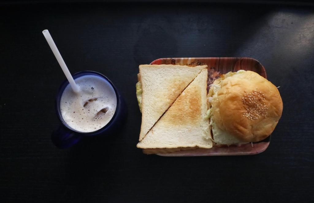 【台南.中西區】哈利速食。台南人氣排隊早餐:不速食的速食早餐,媽媽堅持的手作早餐 @緹雅瑪 美食旅遊趣