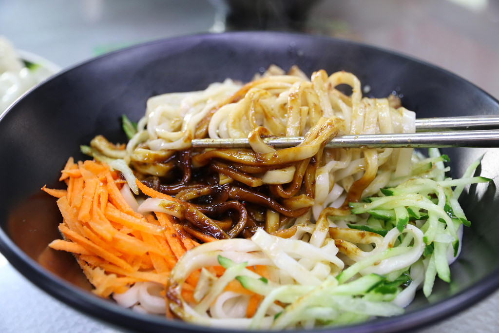 【台南.北區】鴻源金好吃牛肉麵:營業到凌晨2點半的30年美味牛肉麵老店 @緹雅瑪 美食旅遊趣