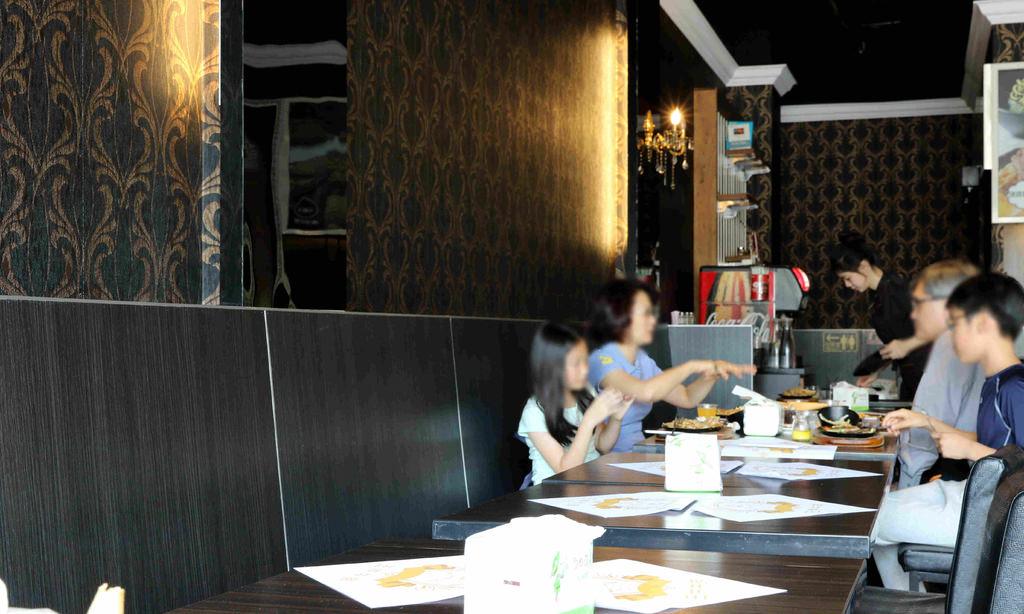 【雲林.斗六】王牪牛排。斗六店∣奢華氛圍中享用平價牛排∣濃湯飲料無限量供應∣免費加麵加飯 @緹雅瑪 美食旅遊趣