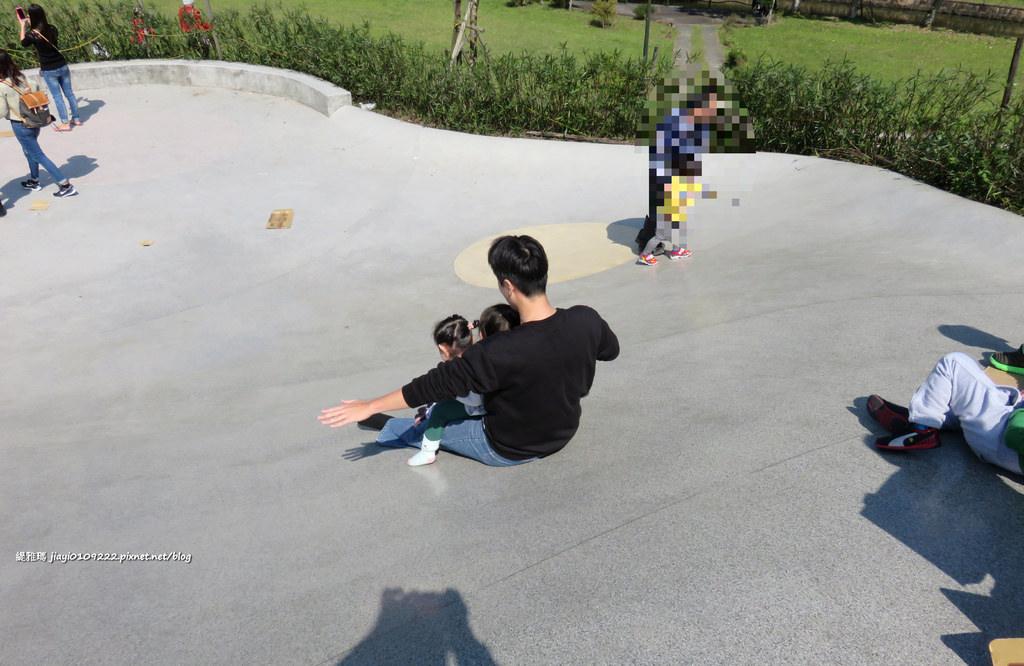 【宜蘭景點.礁溪鄉】宜蘭礁溪龍潭湖風景區:「龍掌坡」大型坡道溜滑梯,小朋友的最愛 @緹雅瑪 美食旅遊趣
